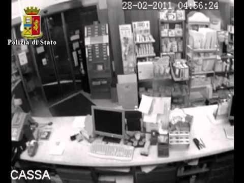 Ostia  rapinatore abituale di farmacie e tabaccherie (видео)