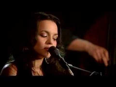 Tekst piosenki Norah Jones - She po polsku