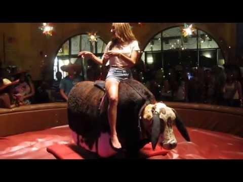 Tätä ratsastamista on kiva katsoo – Mechanical Bull Riding lesson