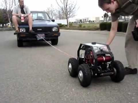 Carro de controle remoto puxa caminhonete de verdade com passageiro | car rc | coche rc|