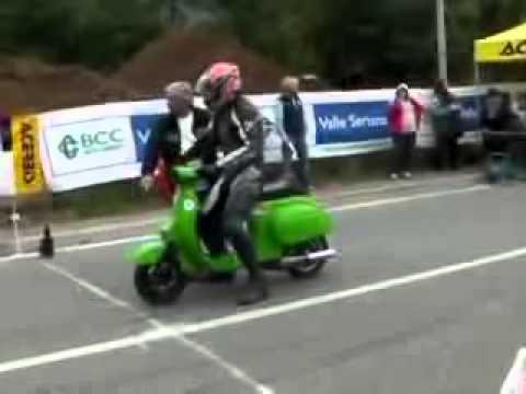 drag race in vespa!