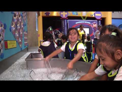 Niños aprenden de forma interactiva