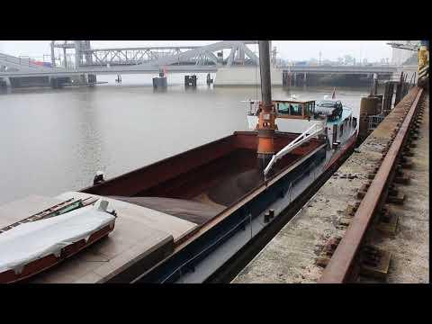 Загрузка рапса на баржу в Гамбурге (видео) - Центр транспортных стратегий