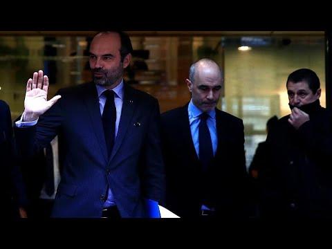 Γαλλία: Αναβάλλεται για 6 μήνες η αύξηση της φορολογίας στα καύσιμα…