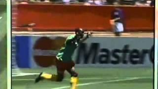Roger Milla trifft als 42-Jähriger bei der WM 1994 gegen Russland