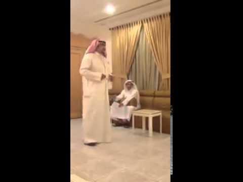 #فيديو : حملت زوجته بعد سنوات وراح للدكتور والقى له القصيدة الله يتمم الفرحة على كل مسلم