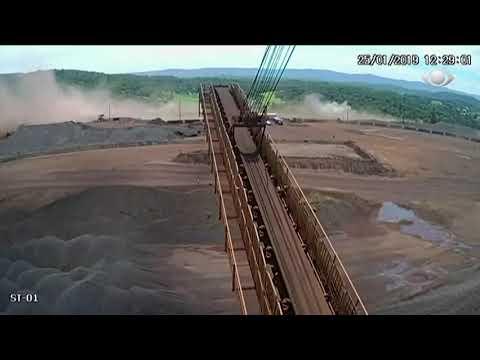 Момент разрушения плотины в Бразилии