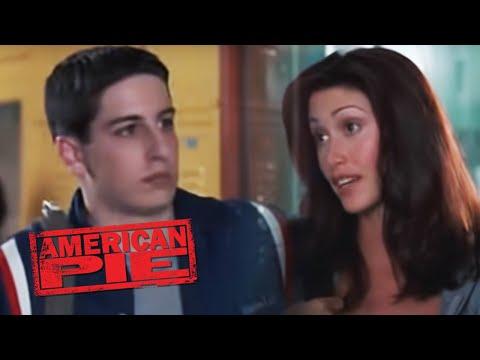 American Pie: Jim (Jason Biggs) talks to Nadia (Shannon Elizabeth)