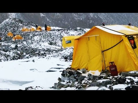 Footage of the Alarming Moments Before the Everest Avalanche