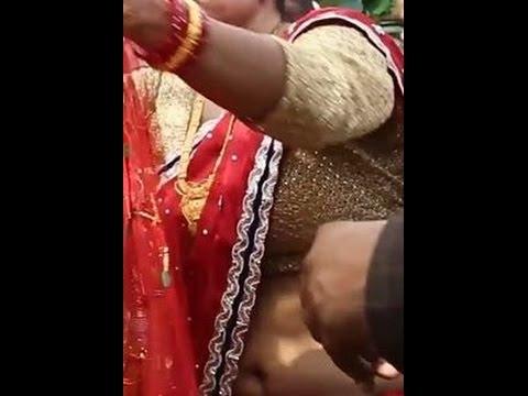 XxX Hot Indian SeX Nepali aunty DEEP Navel at a Wedding.3gp mp4 Tamil Video