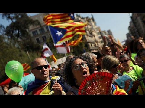 Καταλονία: Διαδηλώσεις σε 500 πλατείες