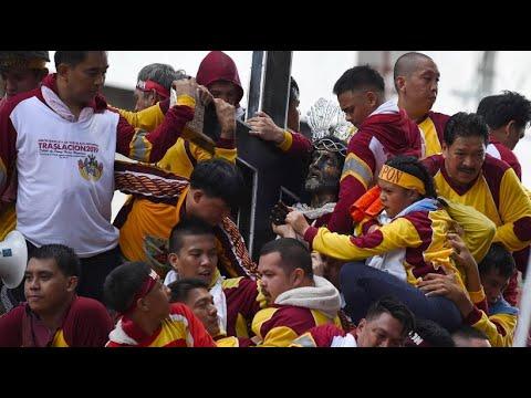 Philippinen: Millionen Gläubige tragen Jesus-Statue durch die Masse