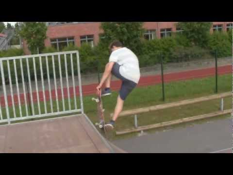 Amateur Skate Tricks