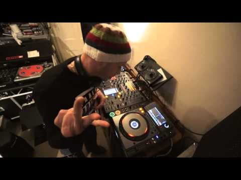 DJ MIXING LESSON ON GETTING THE BEST TRANSITION WITH TWO TUNES IT'S ABOUT EXPERIMENTING AND COUNTING