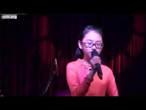 Phương Mỹ Chi hát Mừng tuổi mẹ