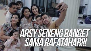 Download Video SUPER KOCAK!! ARSY SENENG BANGET SAMA RAFATHAR!!! RAFATHAR GANTENG (BANGETTT!!!) MP3 3GP MP4
