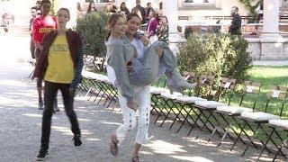 Video EXCLUSIVE - Bella Hadid and Gigi Hadid have a blast while rehearsing for the Alberta Ferretti Fashio MP3, 3GP, MP4, WEBM, AVI, FLV September 2017
