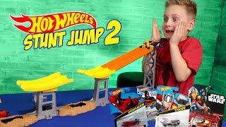 Video Hot Wheels Stunt Jump Tournament Pt 2 ft Marvel Super Hero Cars! MP3, 3GP, MP4, WEBM, AVI, FLV Juni 2018