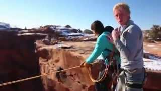 Arroja a su novia desde una altura de más de 120 metros por amor