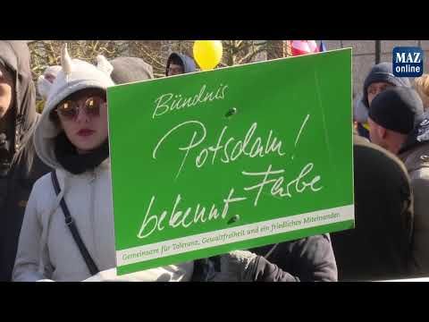 Neonazi- Demo in Potsdam vor dem Justizzentrum
