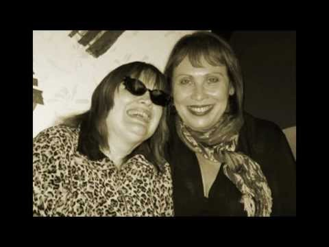 Tekst piosenki Janis Mann & Diane Schuur - Old Devil Moon po polsku