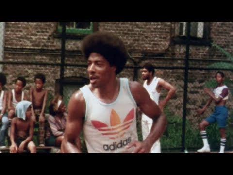 Dr. J at Harlem's famed Rucker Park (видео)