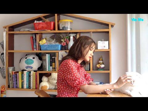 Vie Girl Chơi Đùa Với Mèo Cưng