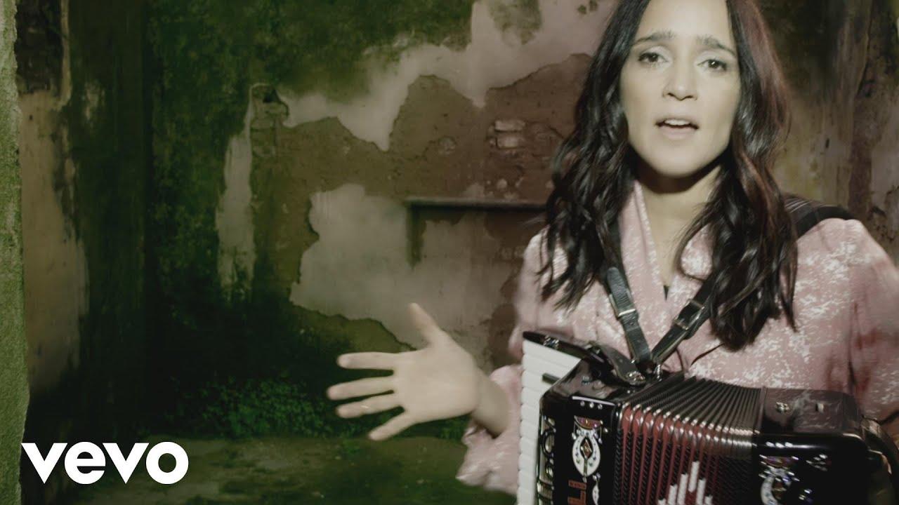 Julieta Venegas – Ese Camino (Official Video)