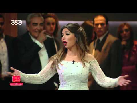 """محمد صبحي يتأثر بغناء غادة رجب في """"مفيش مشكلة خالص"""""""