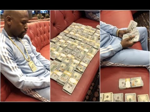 Floyd Mayweather Counts His Winnings From Broner Vargas Fight (видео)