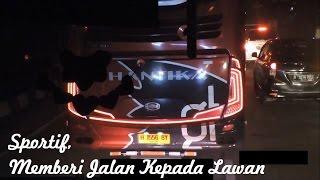 Video 7 Aksi Sportif Sopir Bus Malam, mematikan lampu untuk memberi jalan MP3, 3GP, MP4, WEBM, AVI, FLV Agustus 2018