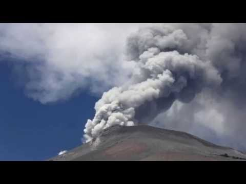 ALERT STATUS RAISED AS MEXICO'S POPOCATEPETL VOLCANO ERUPTS COVERING CITIES IN ASH (MAY 14, 2013)