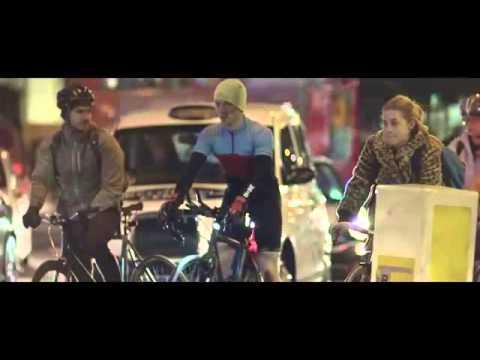 Volvo'dan bisikletliler için gece parlayan sprey