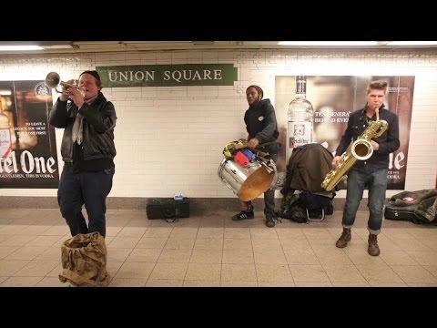 natale: quel che accade nella metropolitana di new york è meraviglioso!