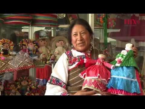 Indígenas otomíes mezclan raíces y talento en muñecas