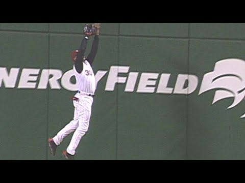 Video: Ken Griffey Jr. robs Jeff Kent with game-saving catch