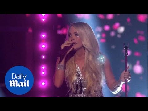 Carrie Underwood performs for the first time since face injury - Daily Mail