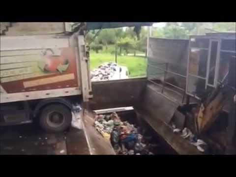 Transbordo de Lixo na Estação da Comcap, em Itacorubi, Florianópolis