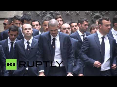Spain: Legendary football stars mourn death of Tito Vilanova (видео)