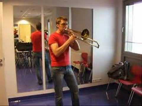 aaronfmiguel - Håkan Björkman demonstrates his unparalleled alto trombone technique! For all of you wondering, the last note is whistled. Håkan is solo trombonist of The Ch...