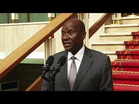 «Πήρε κεφάλια» ο πρόεδρος της Ακτής Ελεφαντοστού μετά τη στάση στο στράτευμα