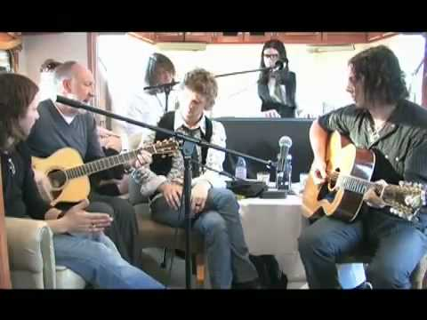 Tekst piosenki The Raconteurs - The Seeker po polsku