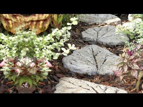lajota de cimento - http://angelinne.com.br Neste vídeo você observa passo a passo para construir um caminho de lajotas de cimento em formato de folha.