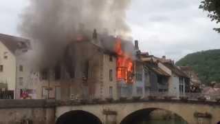 Ornans France  city photos gallery : Feu de maison à Ornans avec explosion d'une bouteille de gaz. Gas explosion in France.