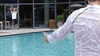 Lukas Podolski wirft Journalisten in den Pool