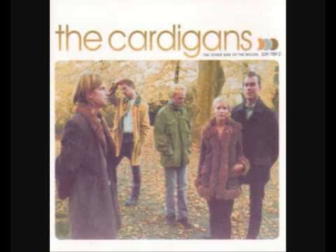 Tekst piosenki The Cardigans - The boys are back in town po polsku