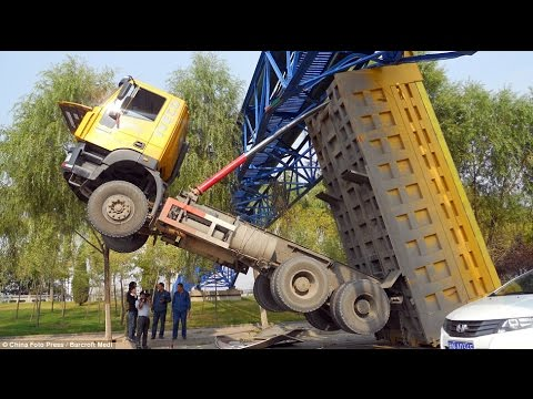 Best truck crashes, truck accident compilation 2014 Part 16