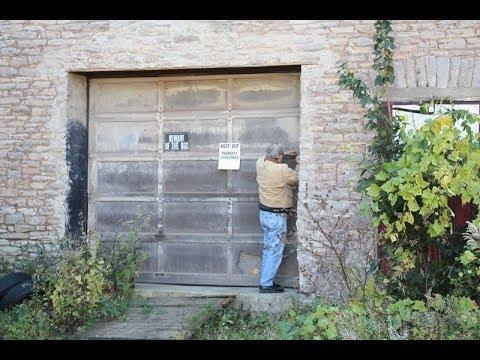 Inside This Abandoned Barn Hides A secret Paradise !!!