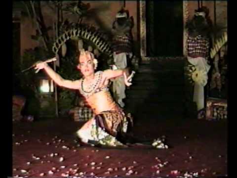 Danza Kebyar Duduk - compagnia Bina Remaja - Palazzo Reale di Ubud