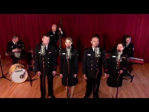 """فرقة موسيقية من البحرية الأمريكية تغني """"فيها حاجة حلوة"""""""